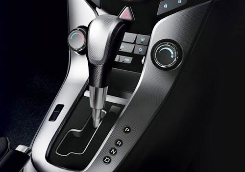 Chevy Cruze Shift: New Chevrolet Cruze LTZ Gear Shifter Interior Photo