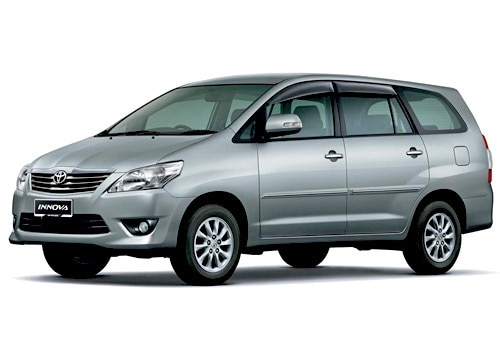 Toyota innova 2 0 gx petrol 8 seater pictures for Innova interior 8 seater