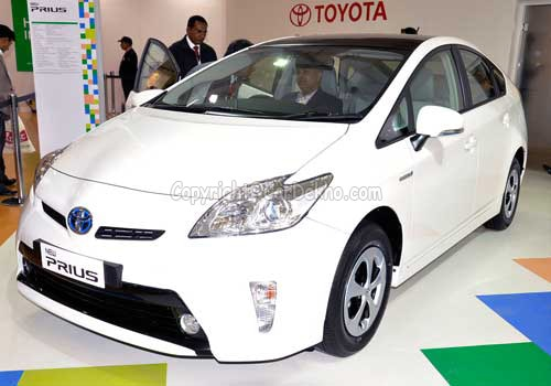 toyota aims to launch etios hybrid in india business