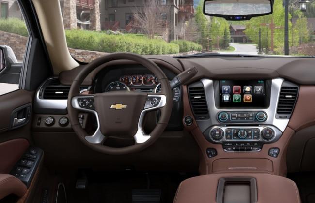 Chevrolet-Suburban_2015