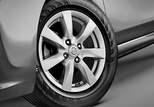 Nissan Sunny XE Image