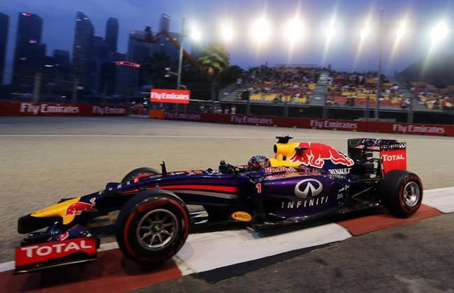 Hamilton Races to a comfortable victory in Singapore