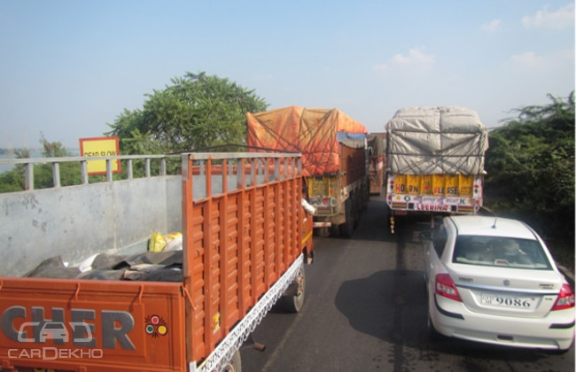Intermittent traffic on the Ahmedabad highway