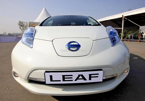 nissan leaf review the eco chiko car. Black Bedroom Furniture Sets. Home Design Ideas